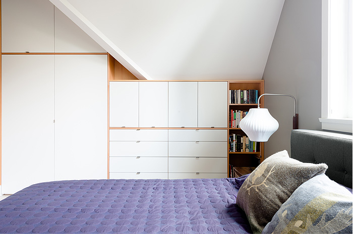 EAST 32 side bed